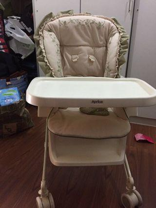 Aprica Parenting Station - rocker and highchair 2in1