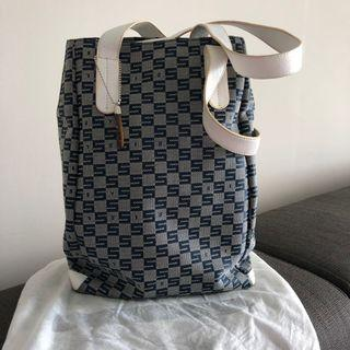 💯 [Sisley] Small Tote bag or shoulder bag with 3 compartments
