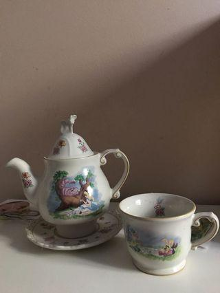 Alice in Wonderlsnd Tea Set