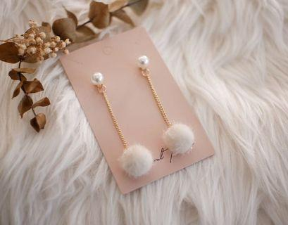 Fluffy long earring with pearl