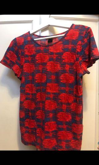 Authentic Marc By Marc Jacobs cotton top . Wore about 3 times only, excellent condition like new .Size S . Bought at Marc By Marc Jacobs Pavilion around Rm300.