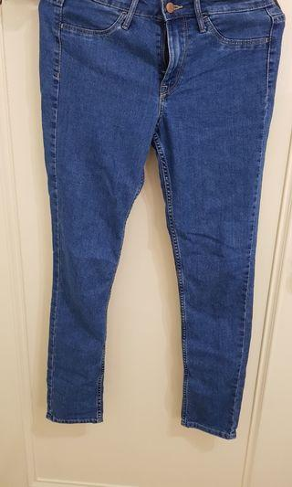 🚚 H&M彈性牛仔褲