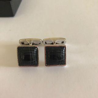 🚚 HUGO BOSS SELECTION silver and black cufflinks