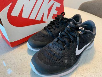 🚚 Nike Womens Trainers for sale - Good Condition