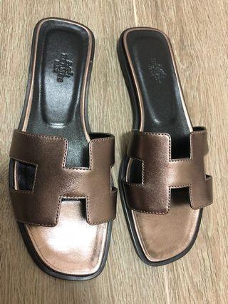 🚚 *reduced!* BNIB Hermes Oran sandals bronze metallic 37.5