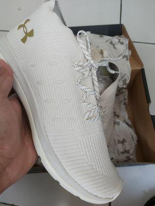 Sepatu under amour size 46