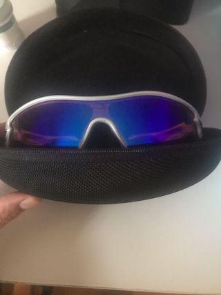 Oakley運動眼鏡