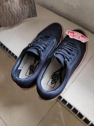 Vans Sneaker Black #LalamoveCarousell