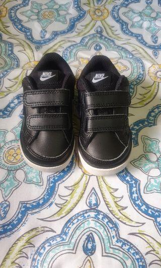 Sale! bundle for 2 kids sneakers 💕