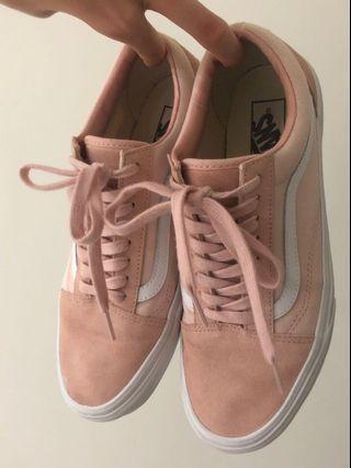 🌸 baby pink vans