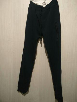 Giordano Jogger Best fit 13-16 years old.