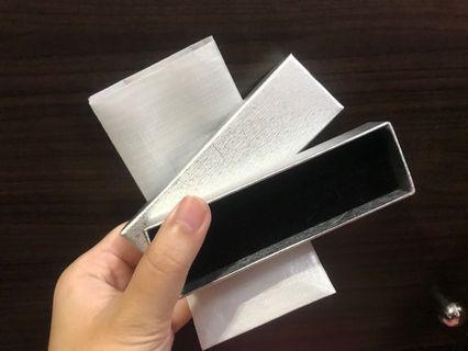 銀色禮物盒