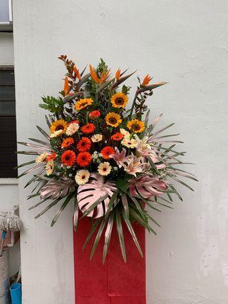 🚚 Flower opening arrangement