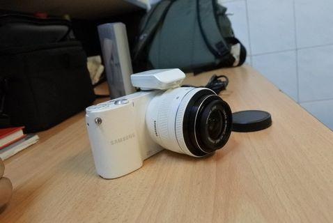Samsung mirror less camera nx-1000 with lens