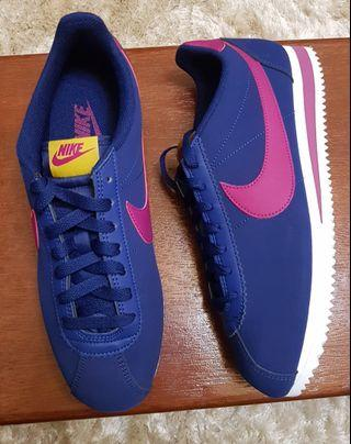 Nike Classic Cortez Leather size 10 US for women or 8.5 US for men