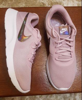 Nike Tanjun size 7.5, 8, 8.5 US for women