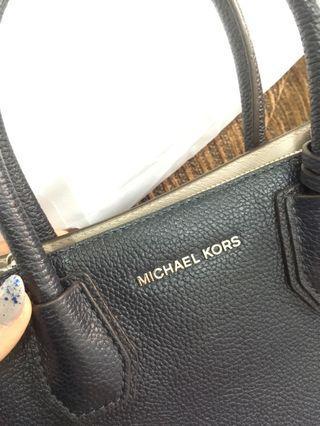 Michael Kors Mercher Pebbled Medium Size