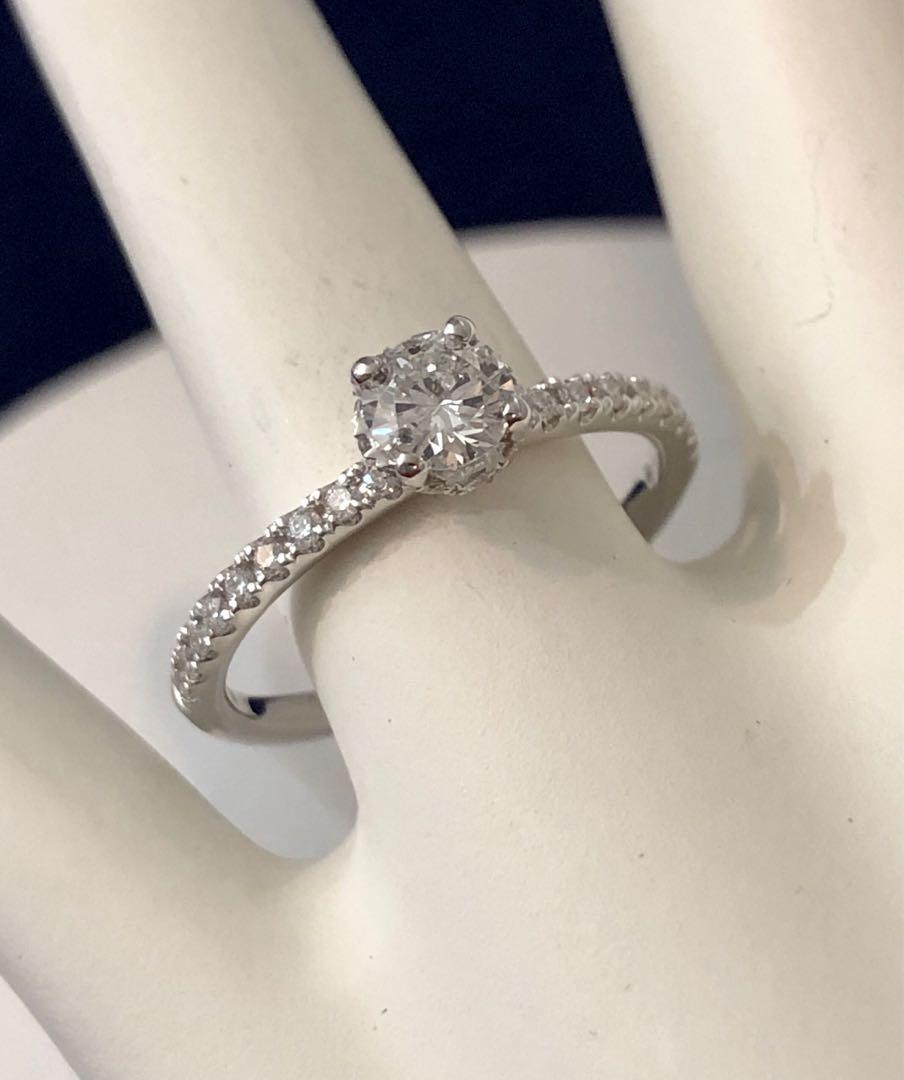 18k White gold diamond engagement ring *Appraised at $4,000 // Stunning !