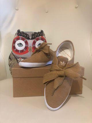 Adidas causal shoes 布鞋 (毛裡)