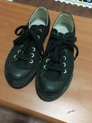 無印良品黑色帆布鞋