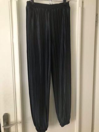 Pleats Pants black