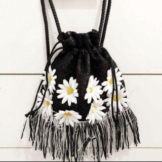 Knitted Daisy Drawstring Bag #AmplifyJuly35