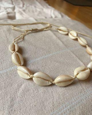 Natural shell cowrie choker necklace