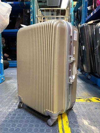 25inch case (NO BARGAIN! Fix price!) (360度移動) 9成新 (luggage, bag)