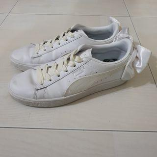 White Puma basket sneakers back bow