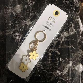 🚚 Daiso 大創 韓國大創 雛菊 吊飾 鑰匙圈