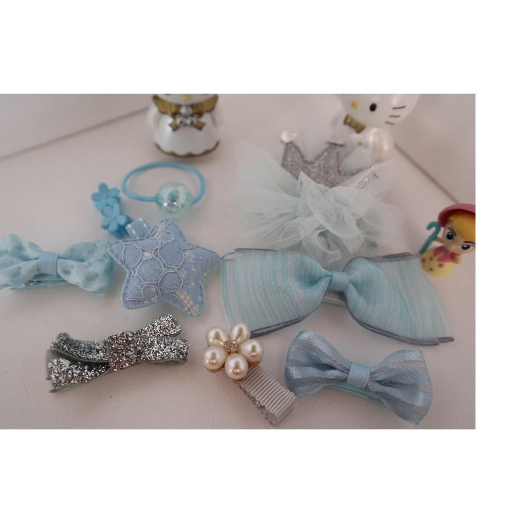 Brand New girls hair accessories in 10 pieces ( light blue )