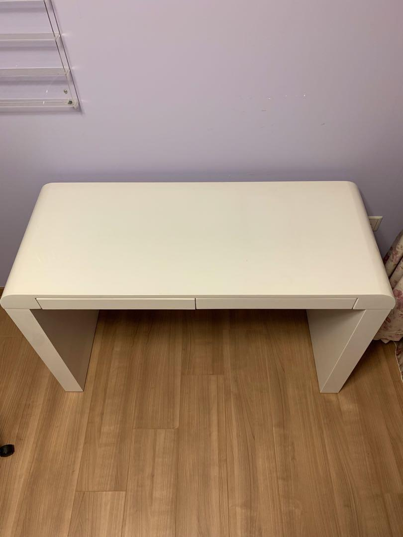White table top