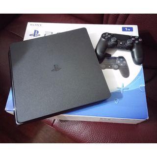 PS4 Slim 1TB黑色行貨連1隻GAME
