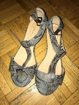 Snakeskin women's shoe