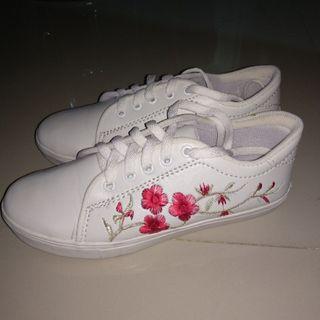 Sepatu Putih / White Shoes / Embroidery Shoes