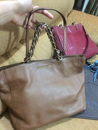(70 % Discount) Michael Kors Handbag