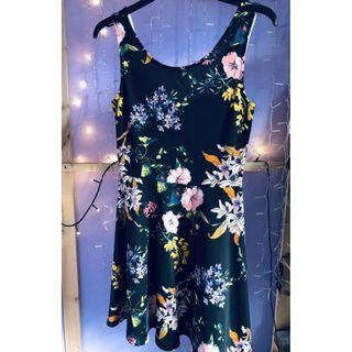 STUNNING H&M Black Floral Holiday Print Dress  M Size