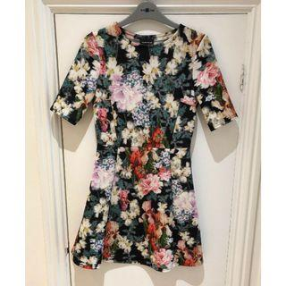 (New without tag) Warehouse Floral Dress   M/L size