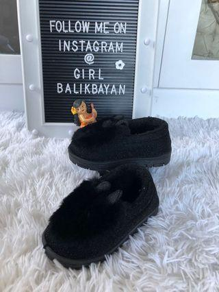 Fluffy slip on baby shoes. 👣👶🏻👧🏻Too cute!!