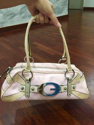 Guess Handbag in pink color