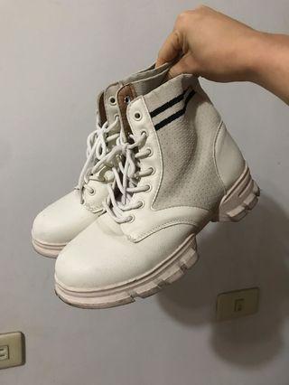 🚚 高筒白色靴子/運動風馬靴