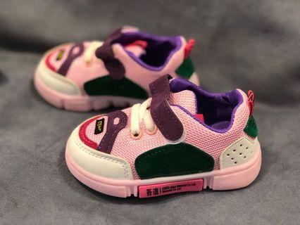 爆可愛小球鞋 童鞋 男童 女童 小布鞋 球鞋 超炫配色 愛不釋手 數量不多要買要快 老闆破盤大特賣 140元 140元