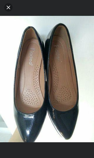 #LalaMoveCarousell Fladeo Black Wedges