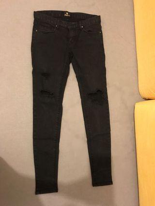 黑色破洞牛仔褲denim jeans
