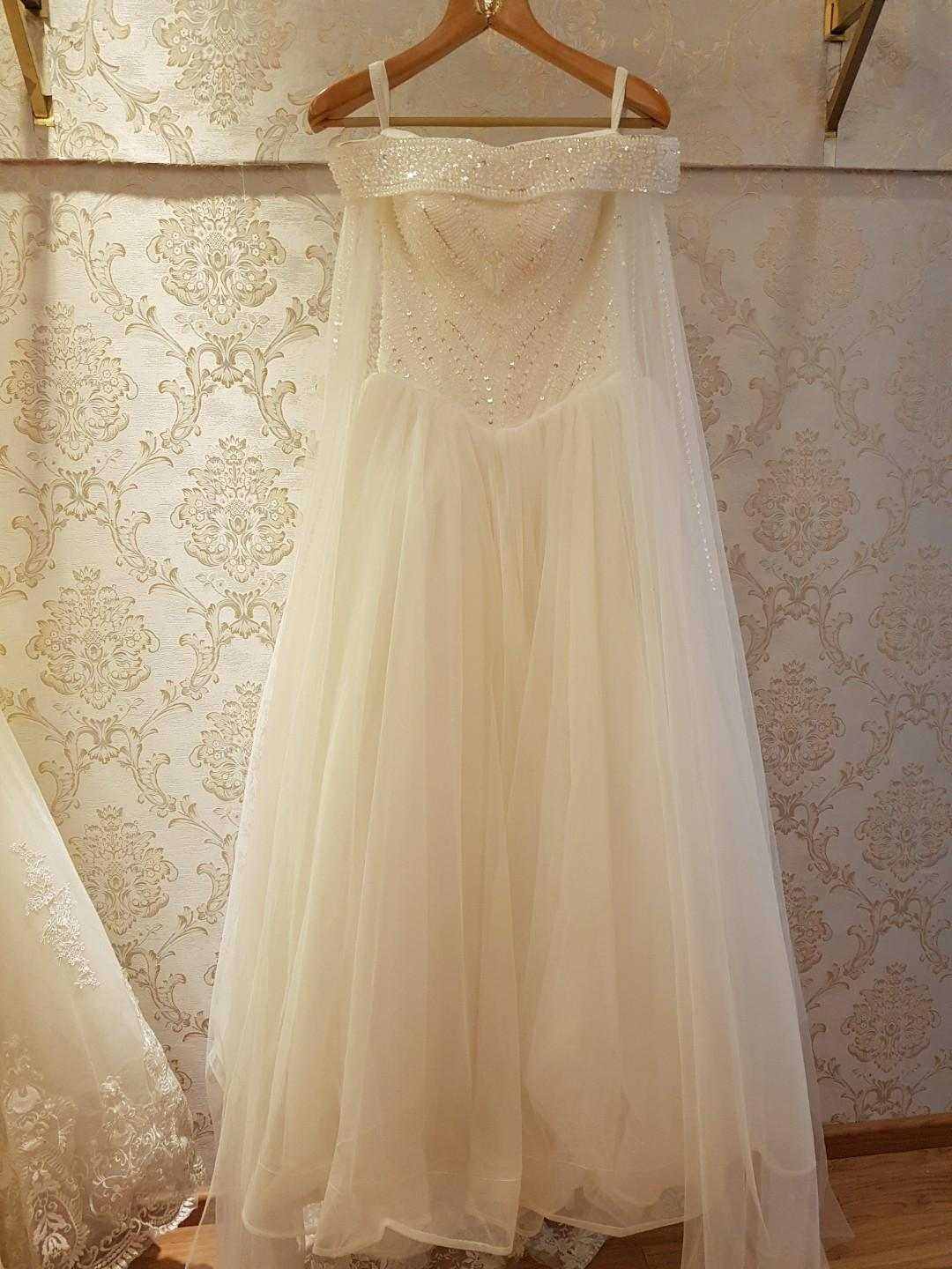 $100 moving out sales gown