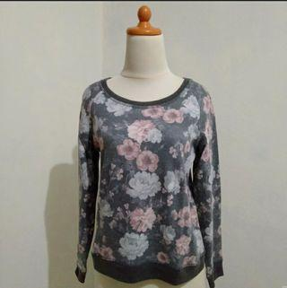 MNG Collection Flowers Top #LalaMoveCarousell