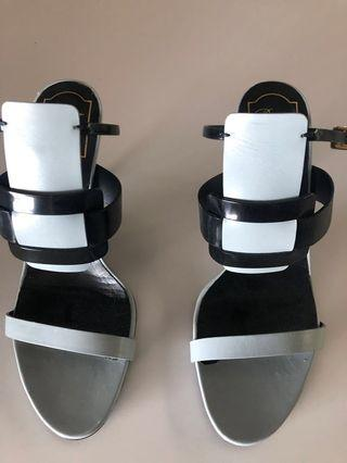 🚚 Roger Vivier sandals