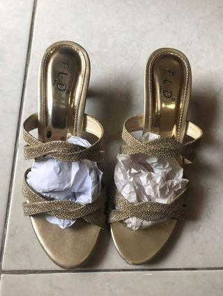 Sepatu pesta FLD