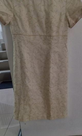Dress bordir emas. Elegan