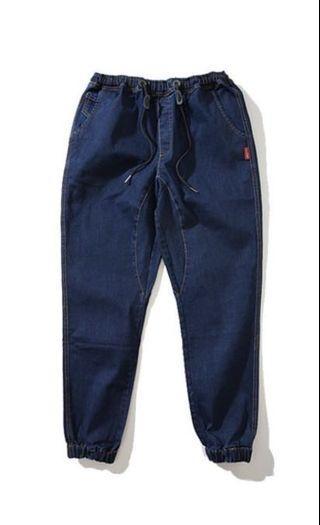3D剪裁 水洗 牛仔縮口褲 -深藍